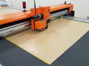 Auto cutting table machine